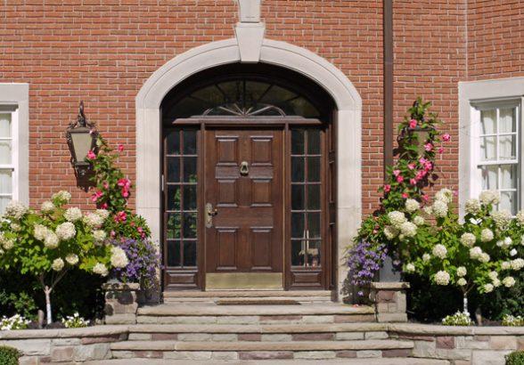 Какие двери можно заказать в квартиру или дом?