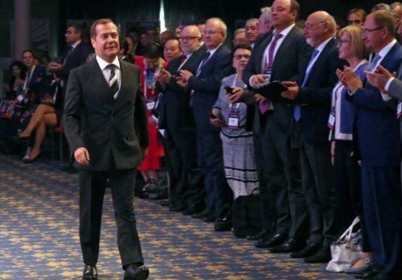 Россияне поведали, чем запомнился экс-премьер Медведев