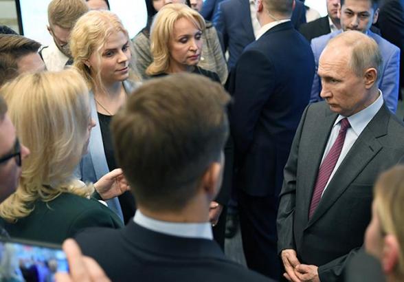 Путин призвал «выметать» чиновников за хамское поведение