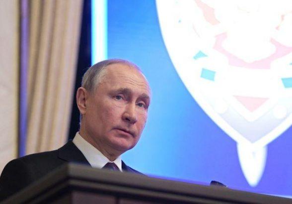 Путин заявил, что внутри России многое сделано на «живую нитку»
