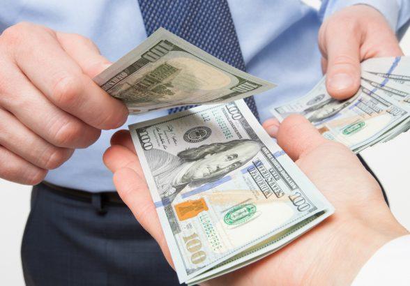 Стоит ли брать кредит наличными?