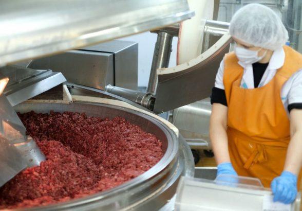 Мясоперерабатывающие предприятия ввели усиленные меры безопасности