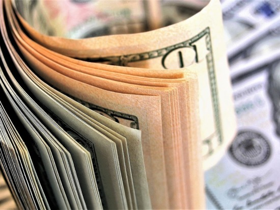 Россияне вынули миллиарды долларов из банкоматов: реакция на самоизоляцию