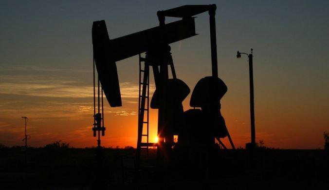 В России заметно снизилась добыча нефти и газа