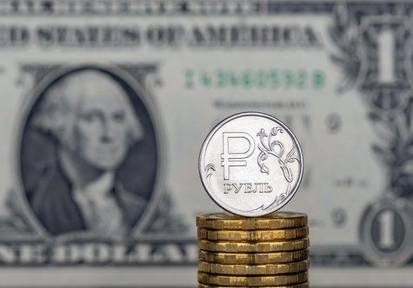 Курс рубля может опуститься до 75 за доллар