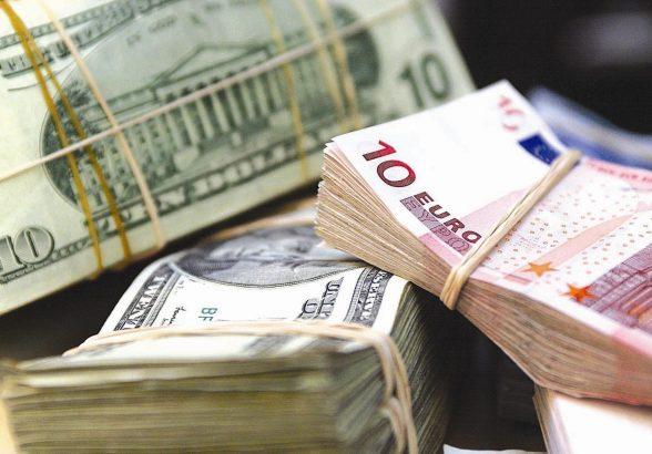 Курс евро на Мосбирже опустился ниже 90 рублей впервые с 25 сентября