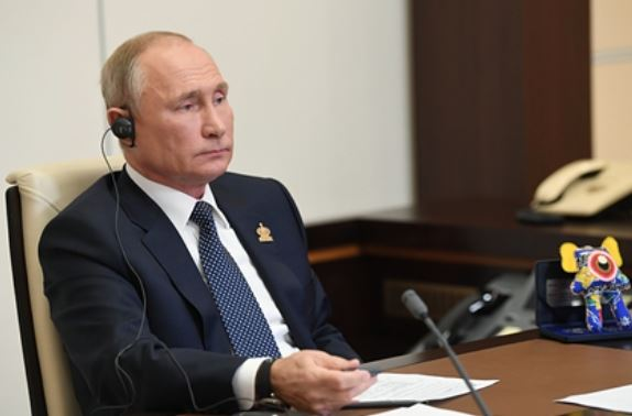Путин заявил о риске девальвации национальных валют