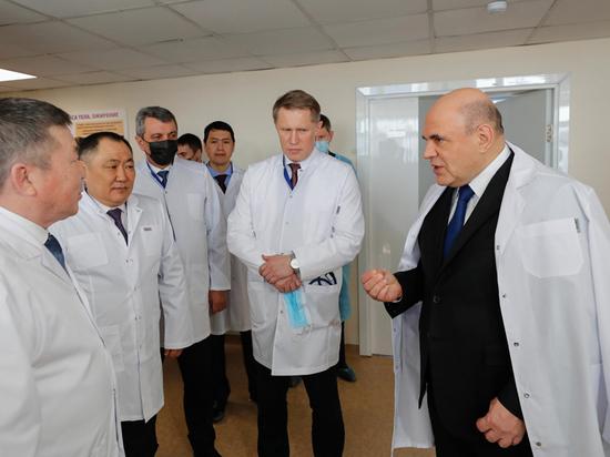Мишустин решил выкупить у больницы халаты двух пациенток