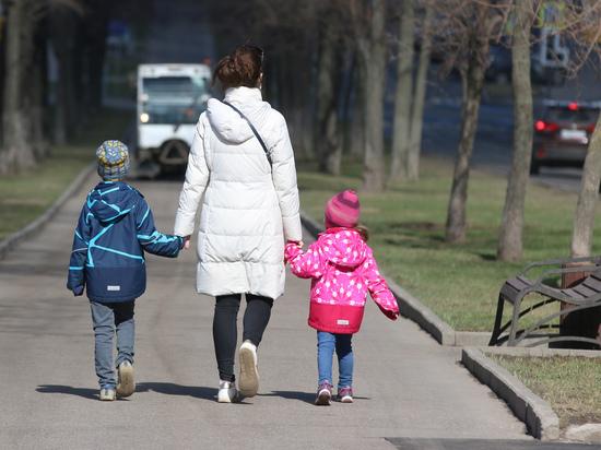 Названы категории россиян, которых могут лишить детских пособий