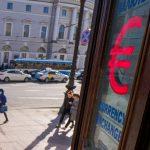 ЦБ: Банки в марте ввезли в РФ максимальный объем евро за год