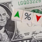 Каким будет курс рубля к доллару и евро к середине лета