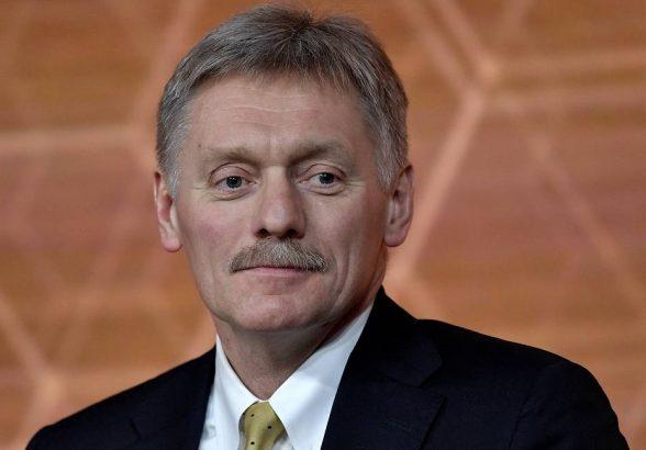 Песков заявил, что работа над расширением производства вакцин в России ведется постоянно