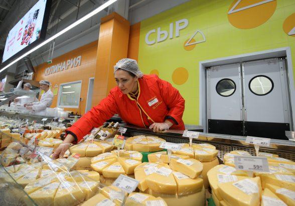 Эксперты рассказали, почему в магазинах стало больше белорусского сыра