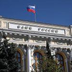 Эксперты: доля просроченных долгов россиян снизилась на фоне регулирования ЦБ